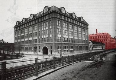 Merimiehenkadun ja Tokankadun (Telakkakadun) kulma 1920. Taustalla Mestaritalon kortteli.